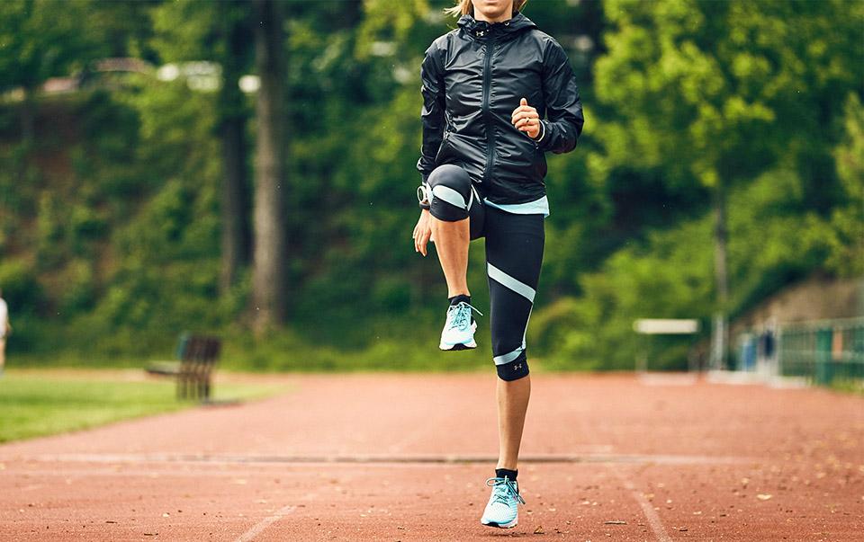 бег с высоким подниманием бедра